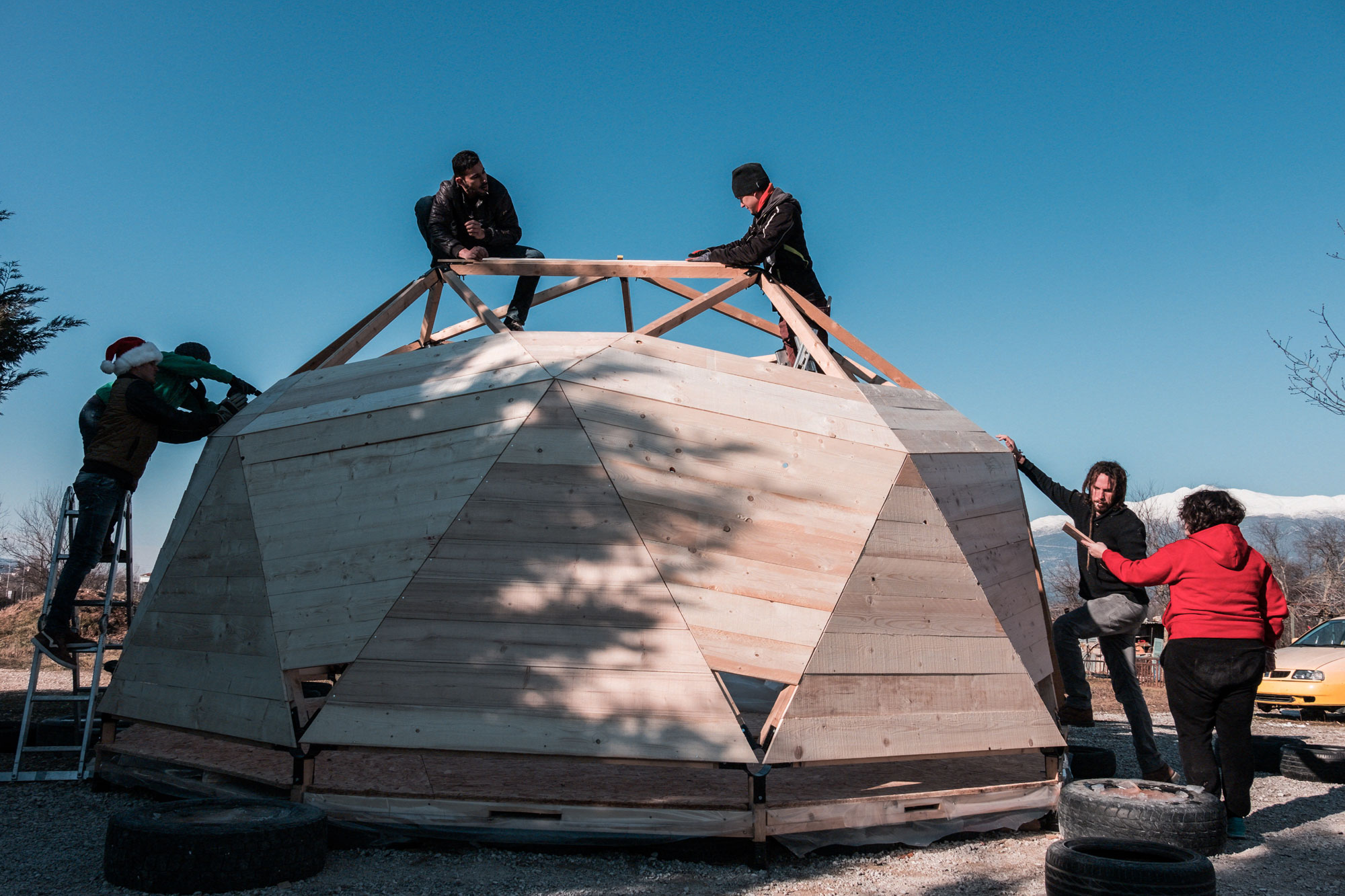 MAIN-PICTURE-Habibi-Dome,-building-process-in-Habibi.Works,-Katsikas,-Greece design for migration